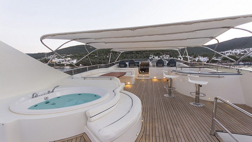 hot tub and bar on boat